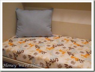 Giraffe, bench, pillows 027