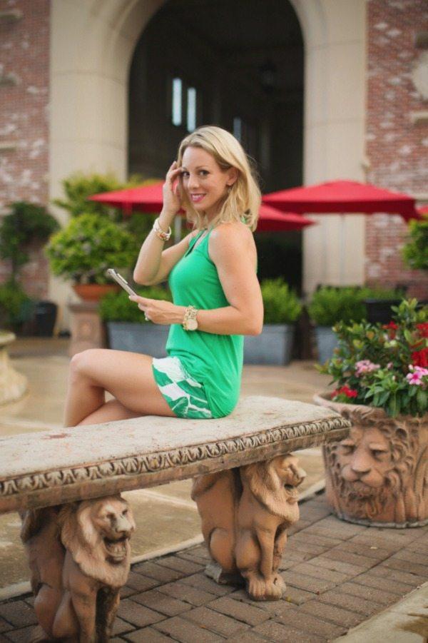 Summer Fashion - green zip back tank + palm leaf shorts