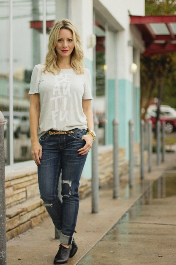 Fall Fashion - distressed jeans and tee with skinny leopard belt