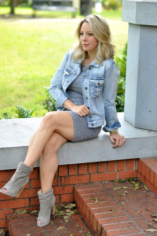 Maternity Style - dressing the bump, Leith ruched tank dress, jean jacket   Honey We're Home #18weekspregnant