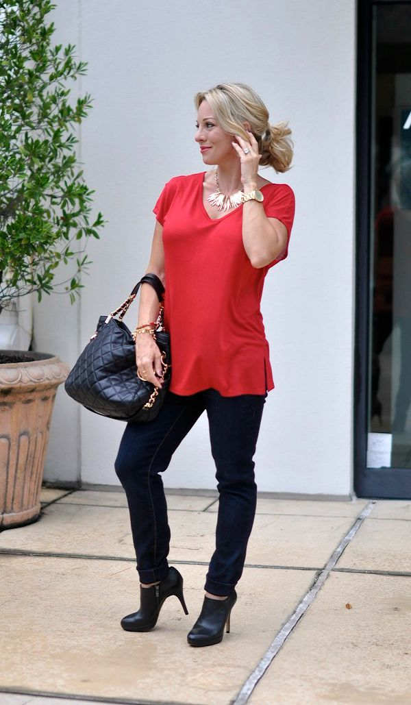Fall fashion - Halogen side slit double v-neck tee with jeans, statement necklace and booties