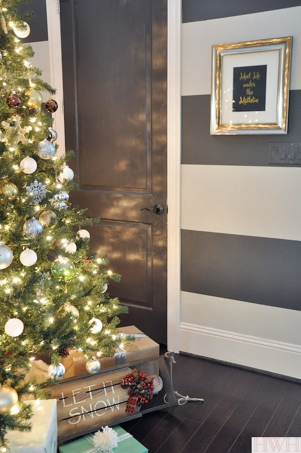 """Sparkly Christmas Tree with metallic ornaments and """"Meet Me Under the Mistletoe"""" Print 