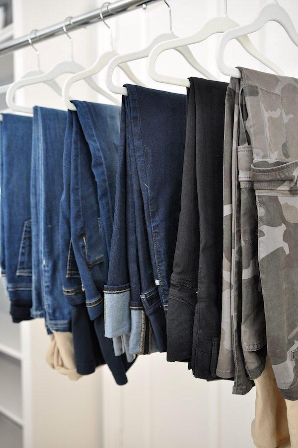 How to Build a Mix & Match Maternity Wardrobe | #maternitystyle #dressingthebump
