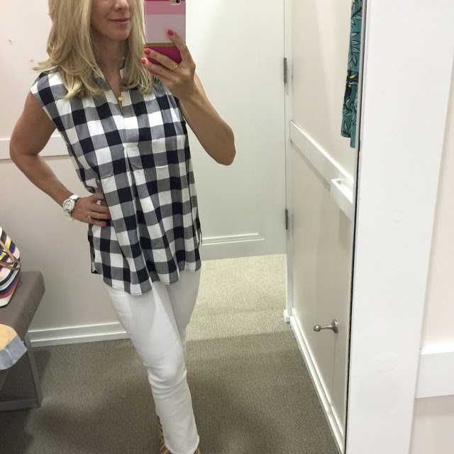 Summer Fashion - check shirt and white jeans #outfit #outfitinspo #summerfashion