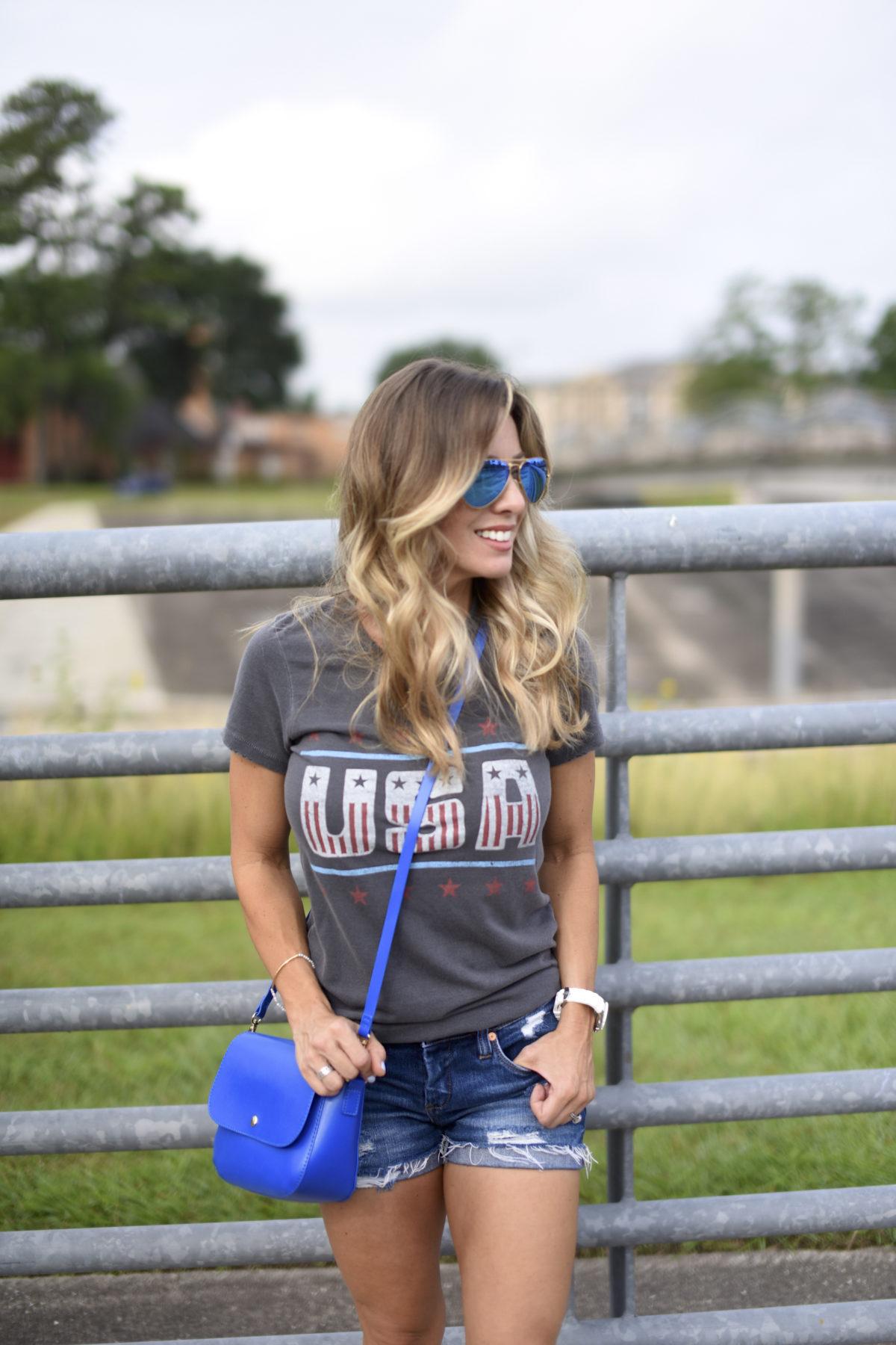 USA t-shirt jean shorts blue bag