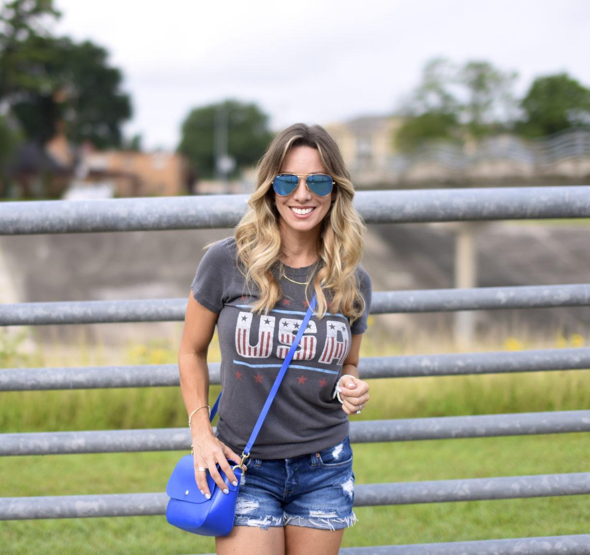 USA tee jean shorts blue bag