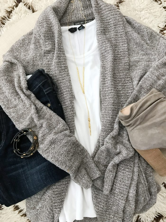 15 Fall Cute & Comfy Fall Outfits- barefoot dreams cozy cardigan with jeans and booties #fallfashion #falloutfit