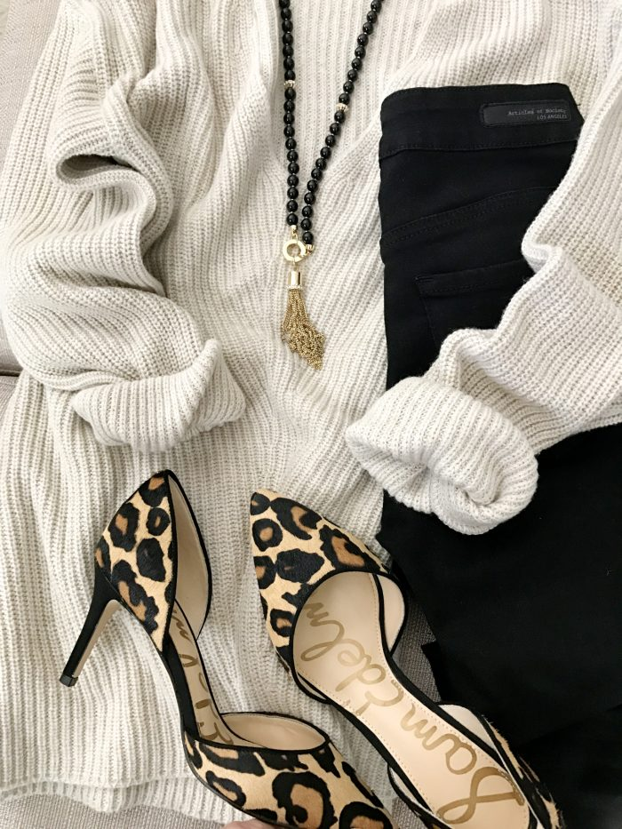 15 Fall Cute & Comfy Fall Outfits- v-neck sweater with black jeans and leopard pumps #fallfashion #falloutfit