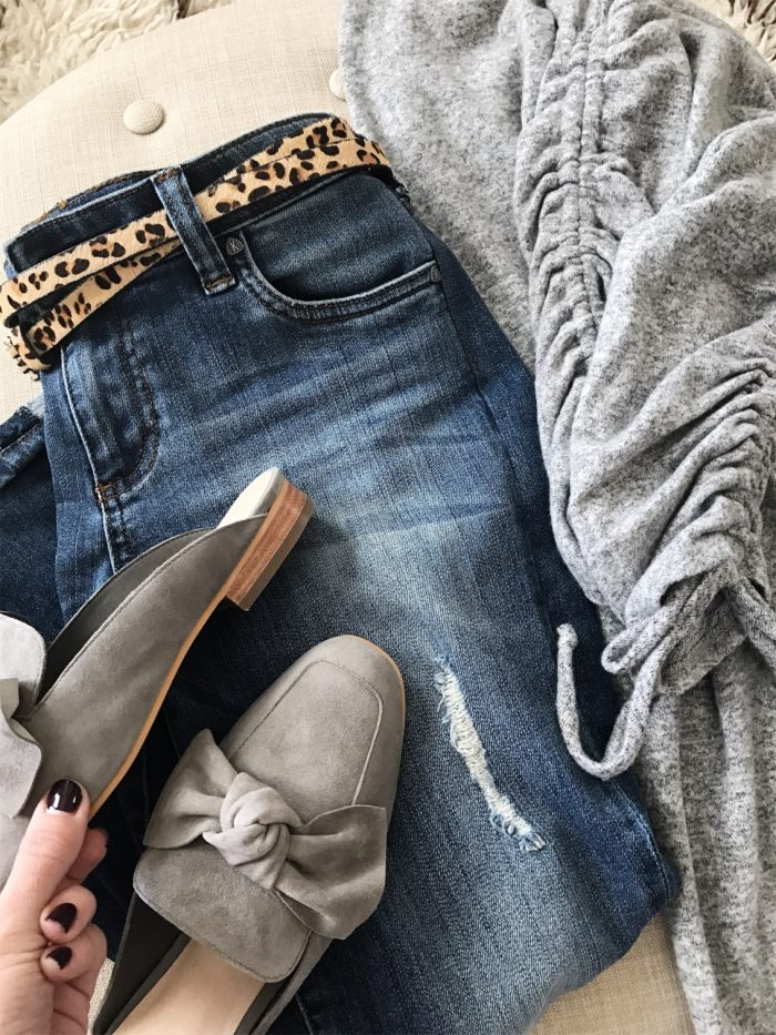 15-Fall-Fashion-Ideas-for-you-Wardrobe-jeans-with-grey-top-and-grey-slides