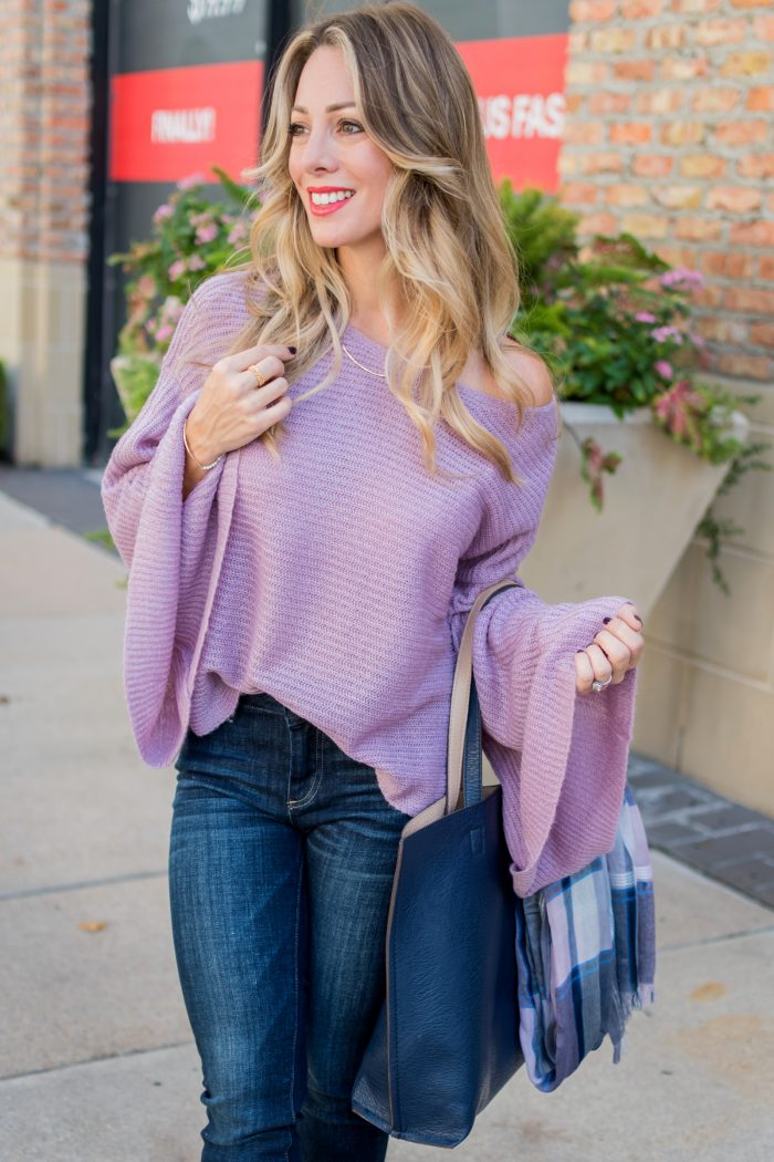 Women's Fall fashion favorite trend this year - flared sleeve sweater #fallfashion #sweaterwheather #ootd