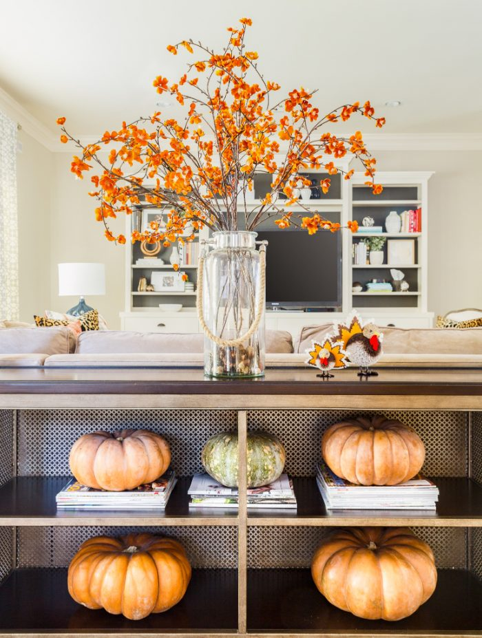 Fall Home Tour - living room - #fallhometour #falldecor 16