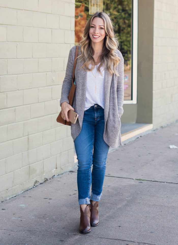 Fall fashion - cozy cardigan with skinny jeans and cognac booties #Fallfashion