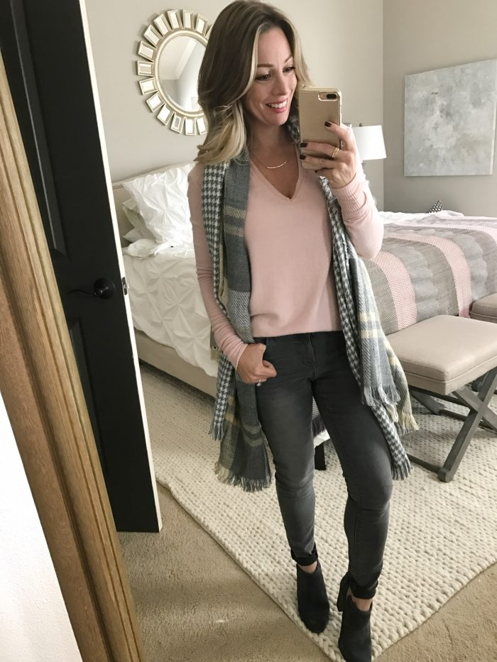 How to wear grey jeans - pink sweater and plaid scarf
