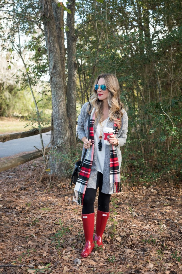 Leggings with cardigan and red hunter boots #fallfashion #winterfashion 1