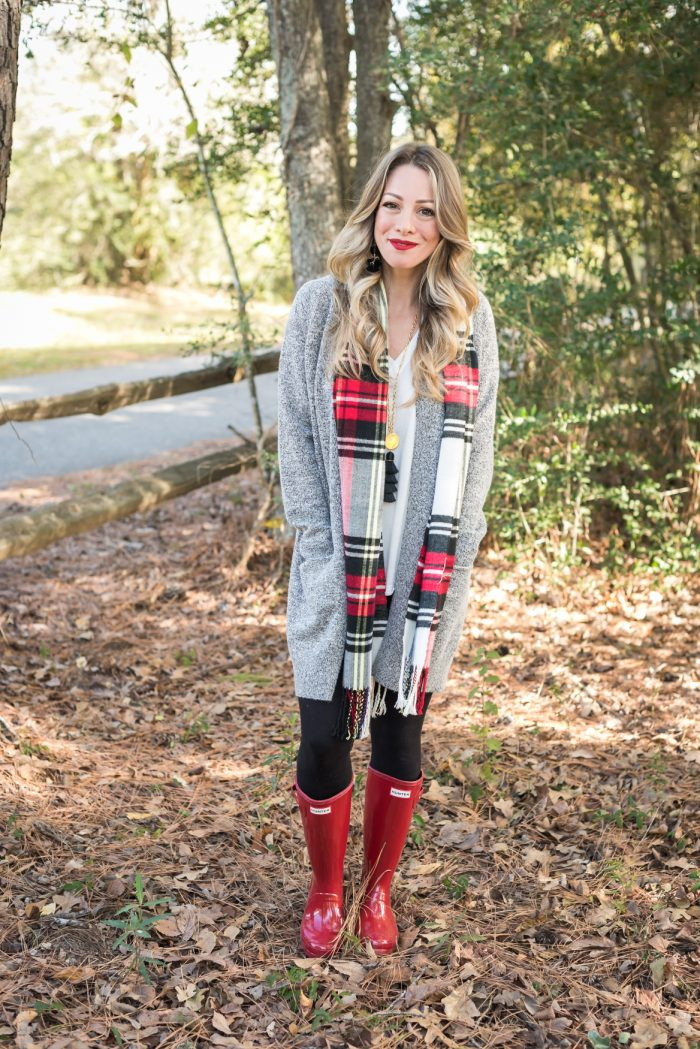 Leggings with cardigan and red hunter boots #fallfashion #winterfashion 8