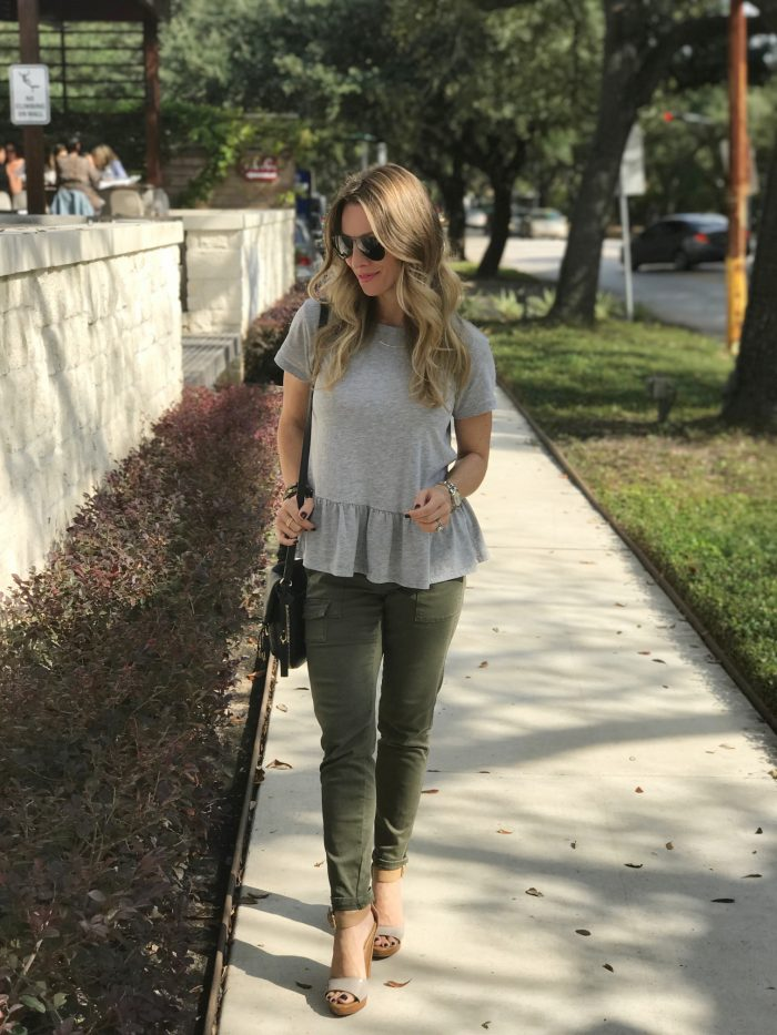 casual fall outfit- skinny cargo pants and peplum top
