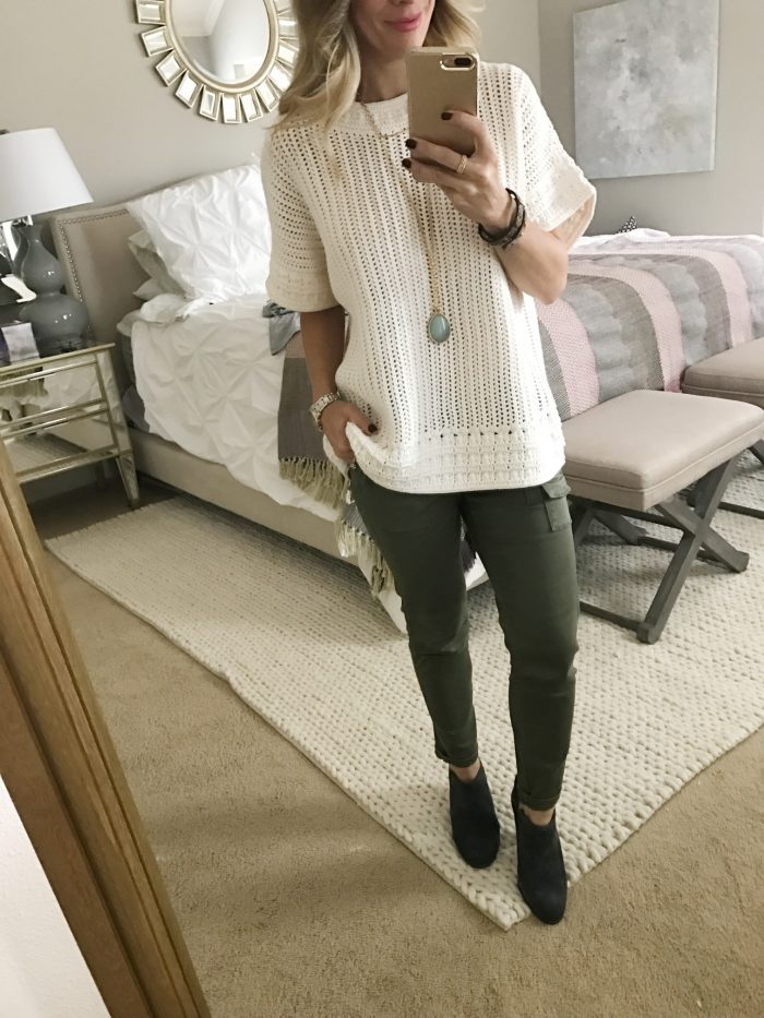 casual fall outfit- skinny cargo pants and white sweater top