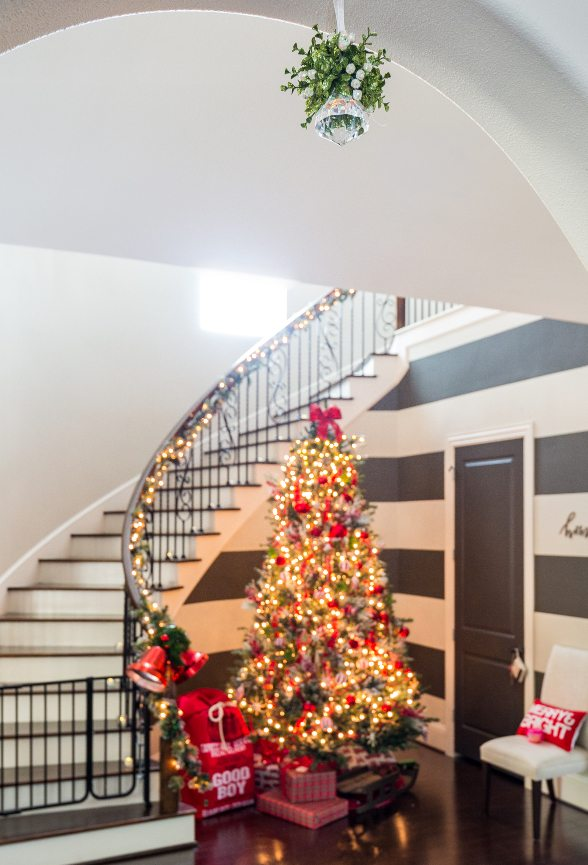Christmas Home Tour - Mistletoe -Honey We're Home