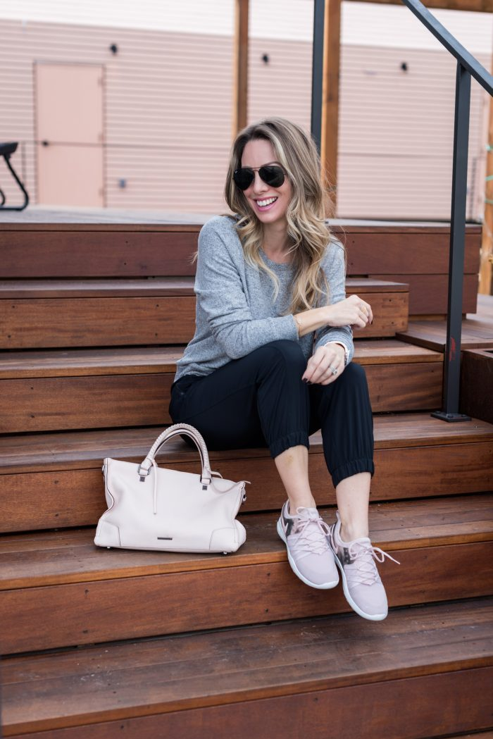 Comfy Weekend Outfit - joggers and sneakers