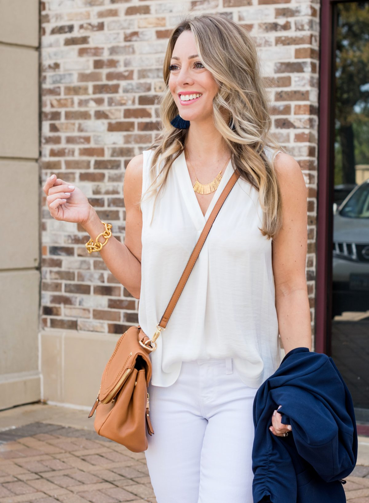 Work Outfit with white jeans and navy blazer 9