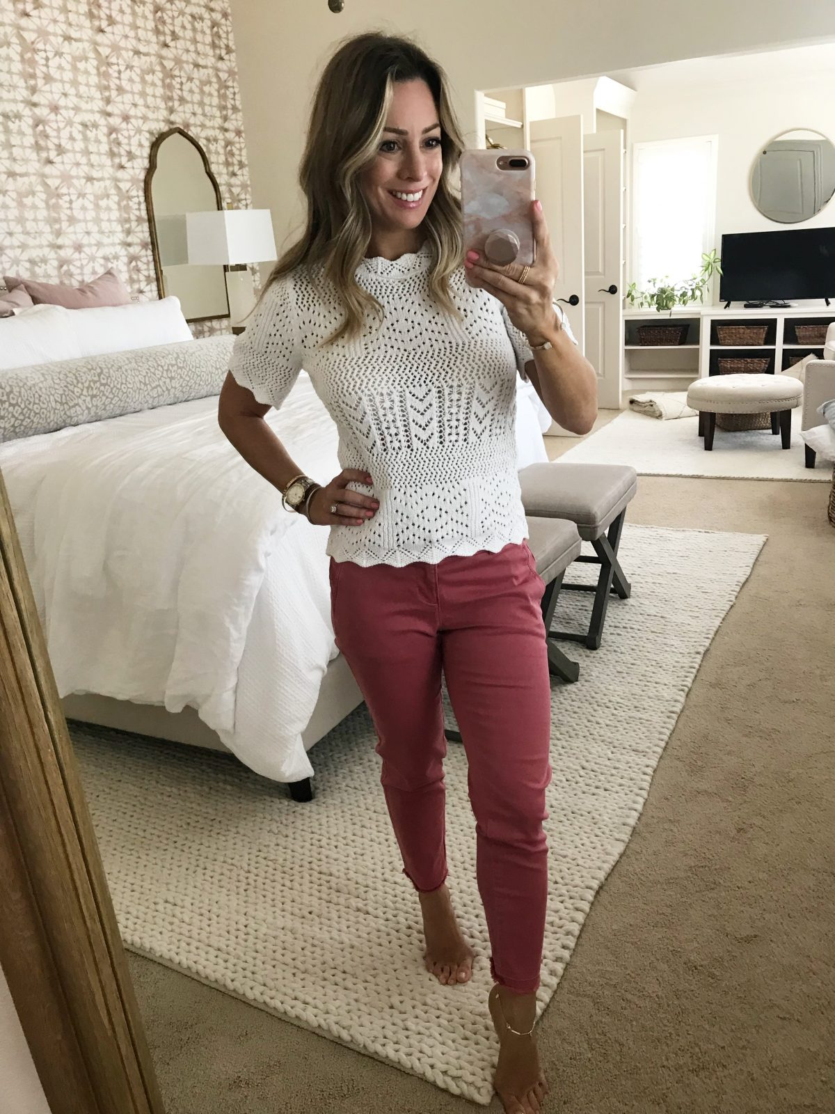 White crochet top and pink chino pants 1