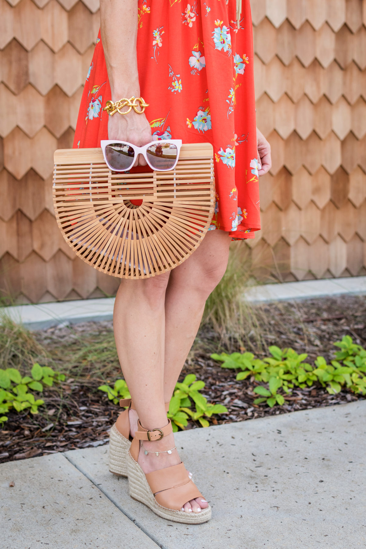 Cute summer dress and wooden bag (2)