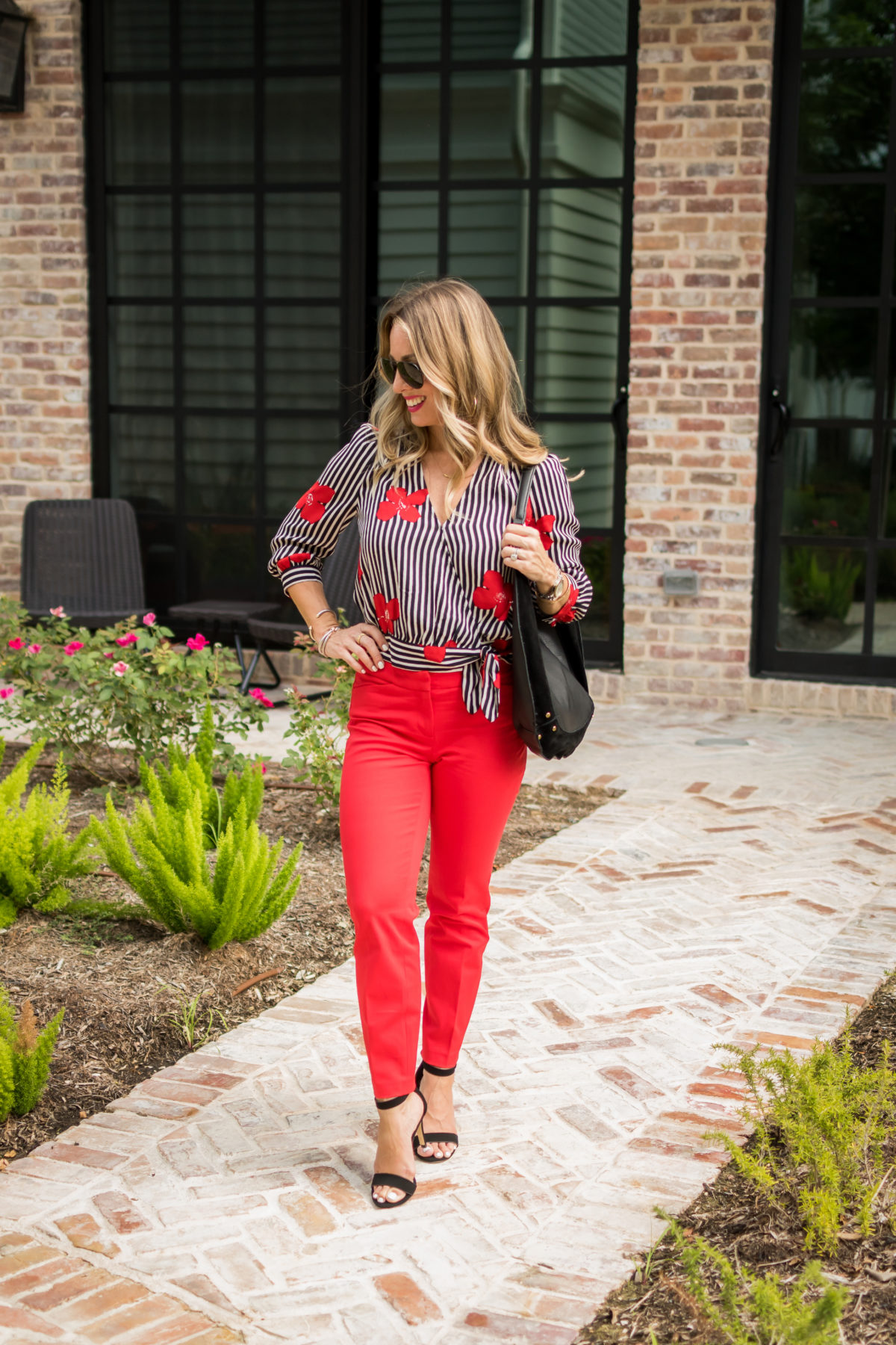 what to wear with red pants
