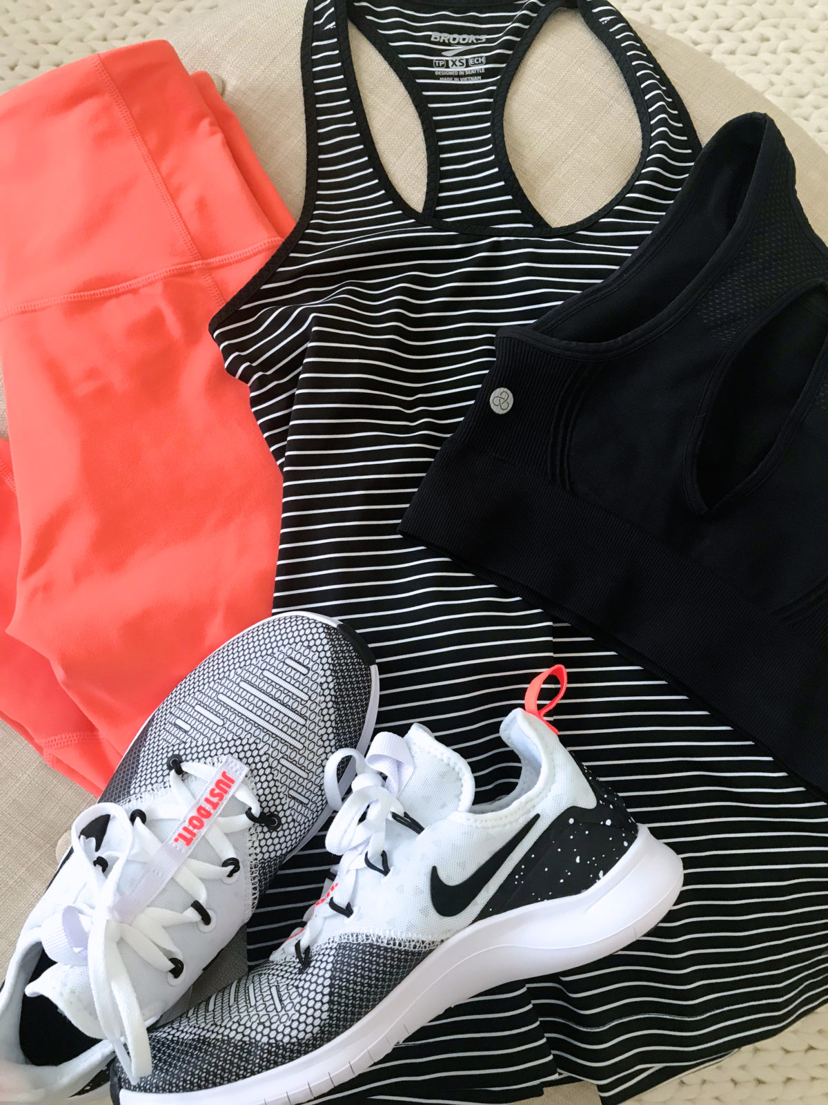 workout outfit ideas for moms