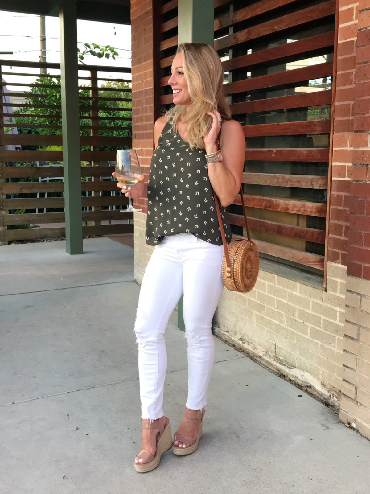 cute summer outfit white jeans