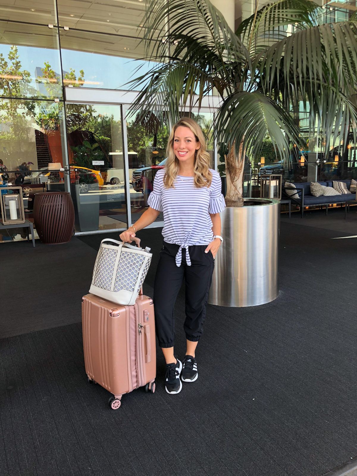 Crop joggers travel outfit