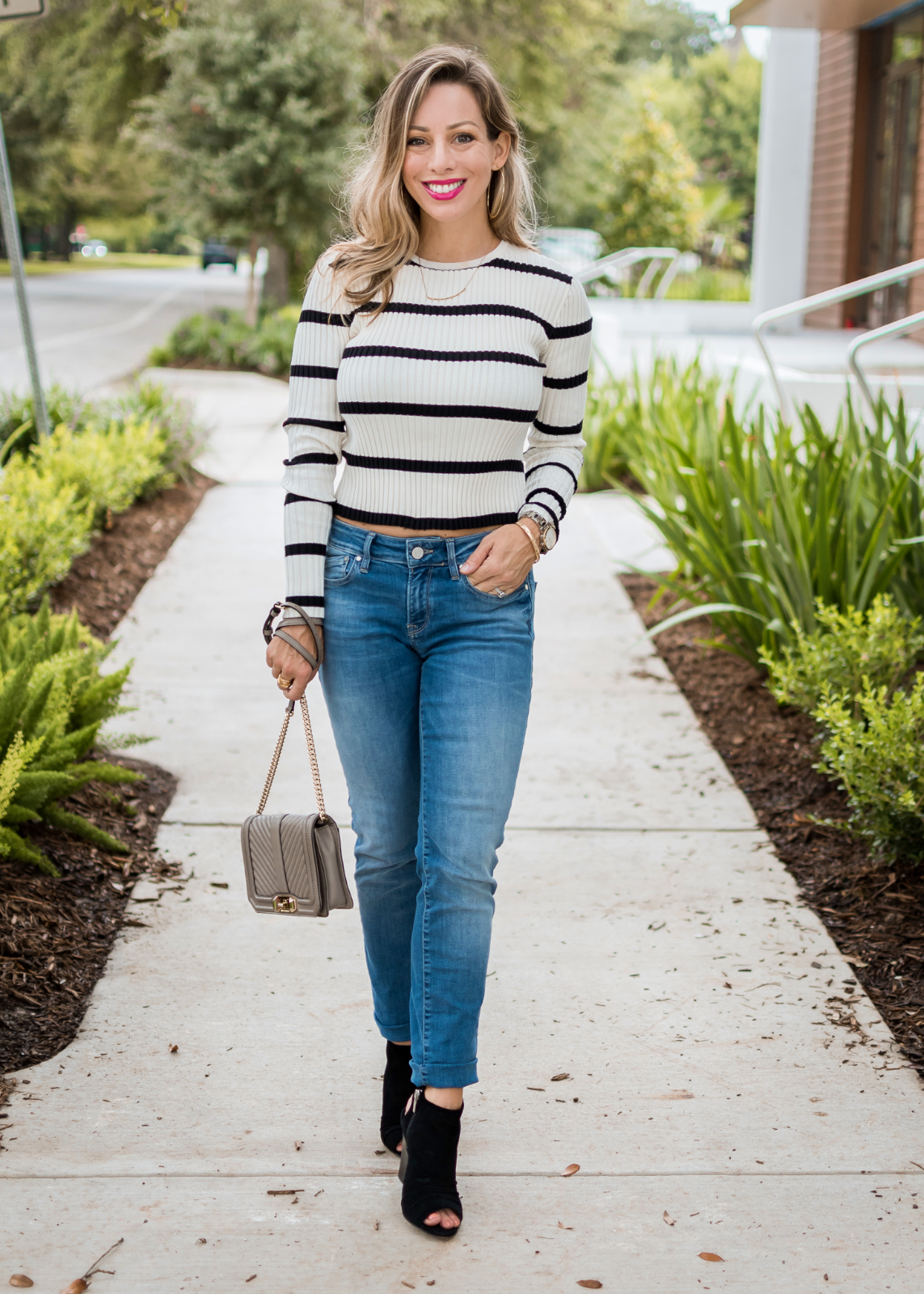 how to wear boyfriend jeans cute fall outfit