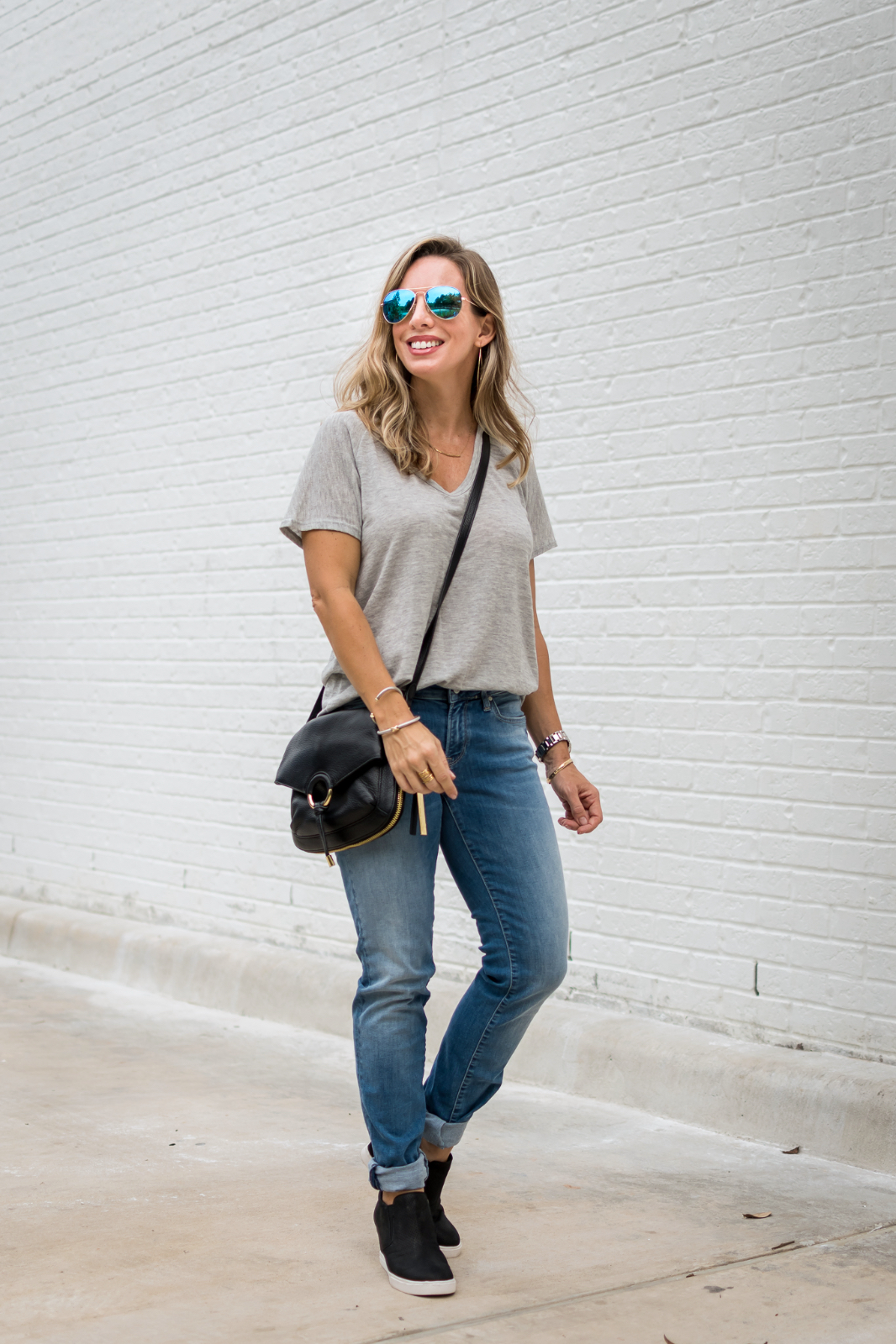 how to wear boyfriend jeans casual outfit
