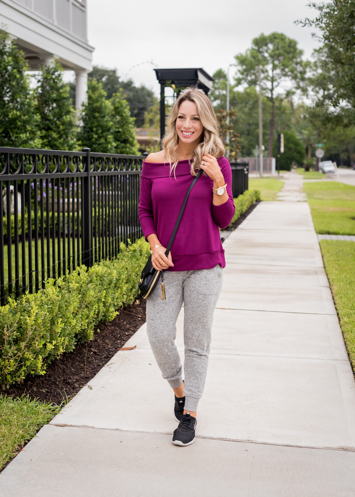 Cozy Fall Outfit Inspiration -Gibson joggers and off shoulder top (2)