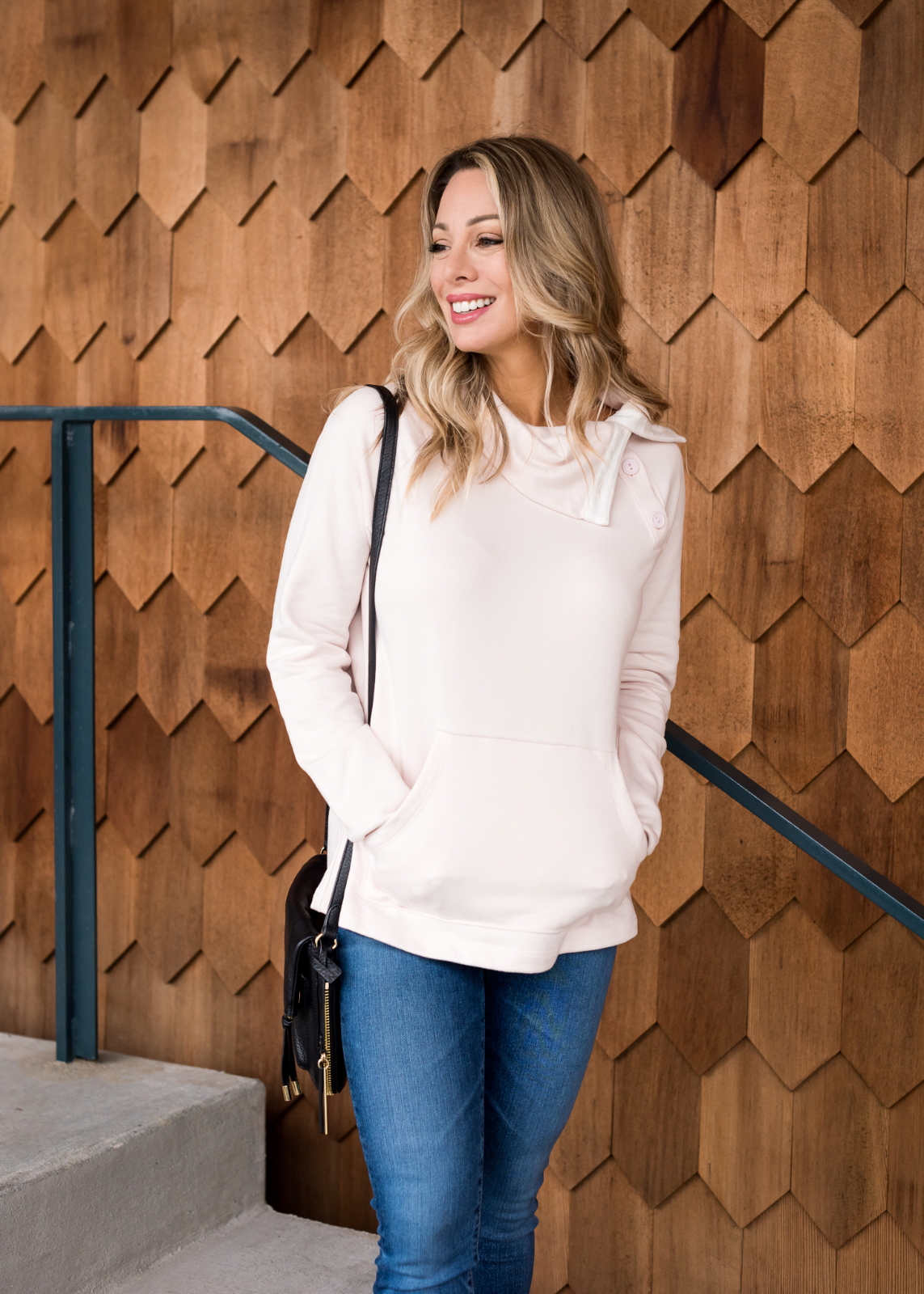 Cute Fall Outfit with pink pullover and jeans