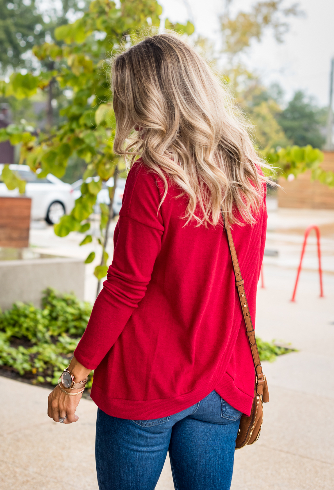 Cute Fall Outfit with red pullover, jeans and booties (1)