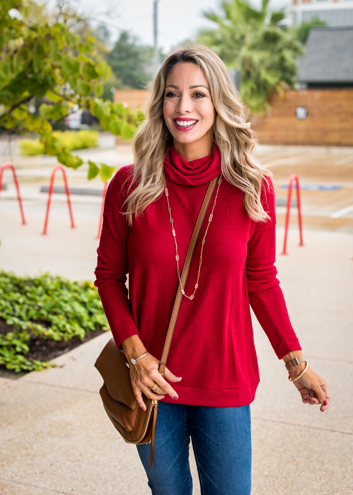 Cute Fall Outfit with red pullover, jeans and booties (2)