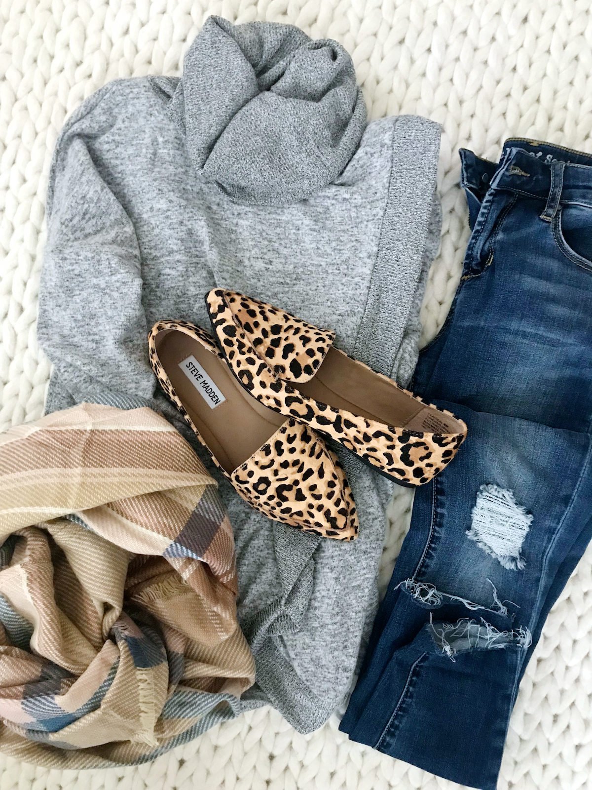 Fall outfit flatly with cardigan jeans and leopard flats (1)