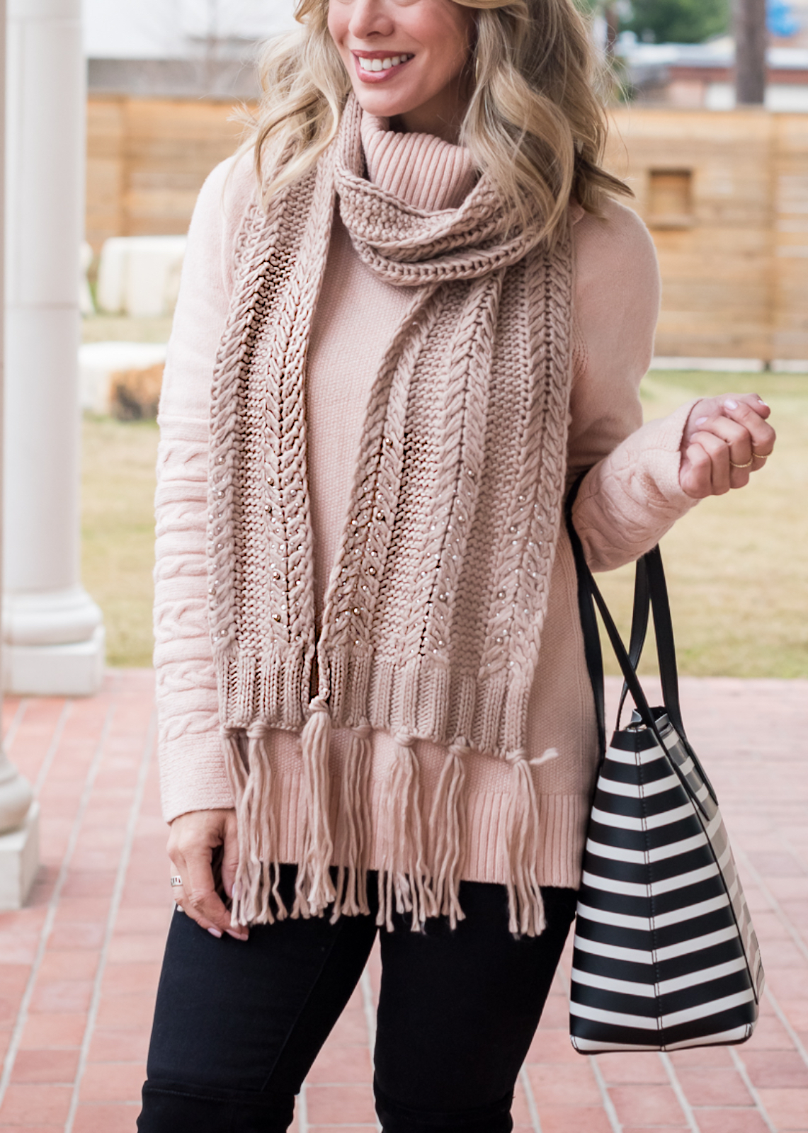 Cute winter outfit - pink sweater and black jeans (1)
