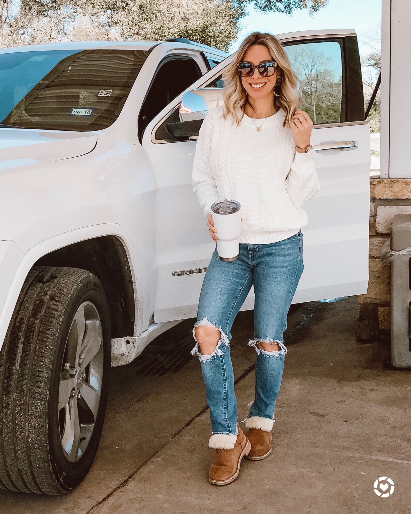 cute winter outfit white sweater and ripped jeans
