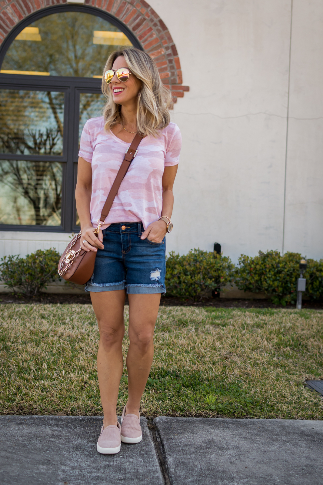 Jean shorts pink camp tee and slip on sneakers