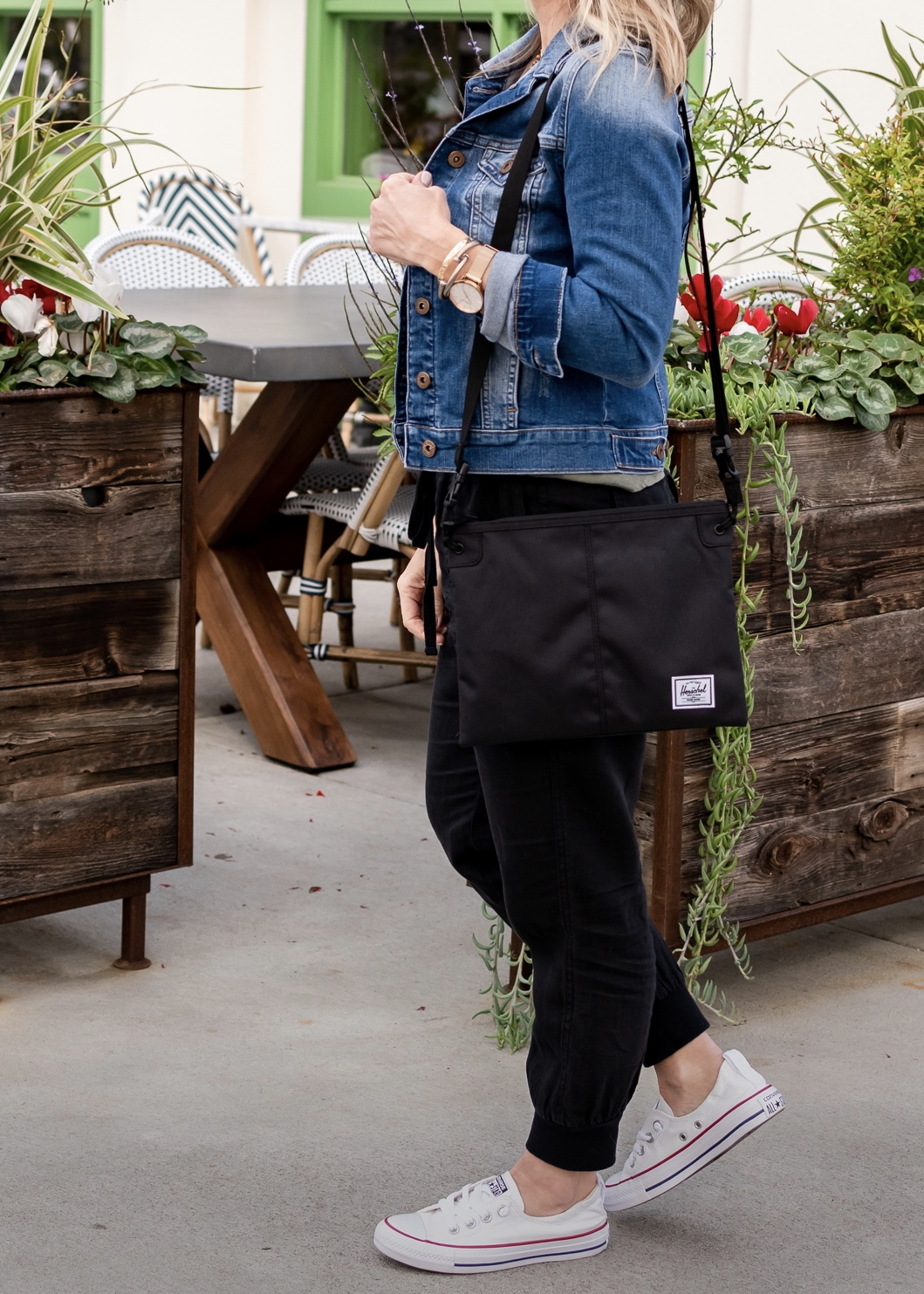 black joggers with tank top jean jacket and converse sneakers