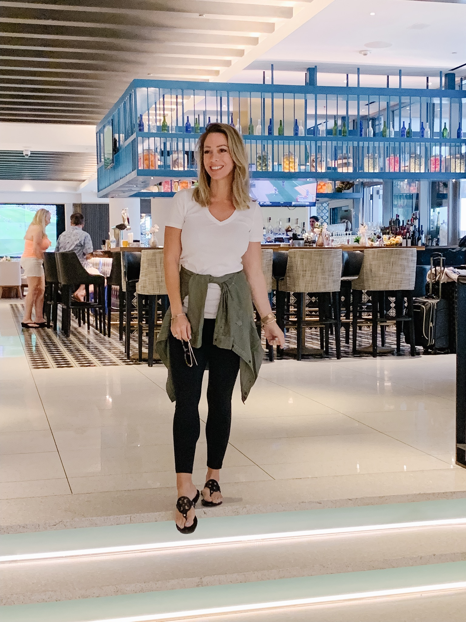 Comfy travel outfit - leggings, tee and sandals