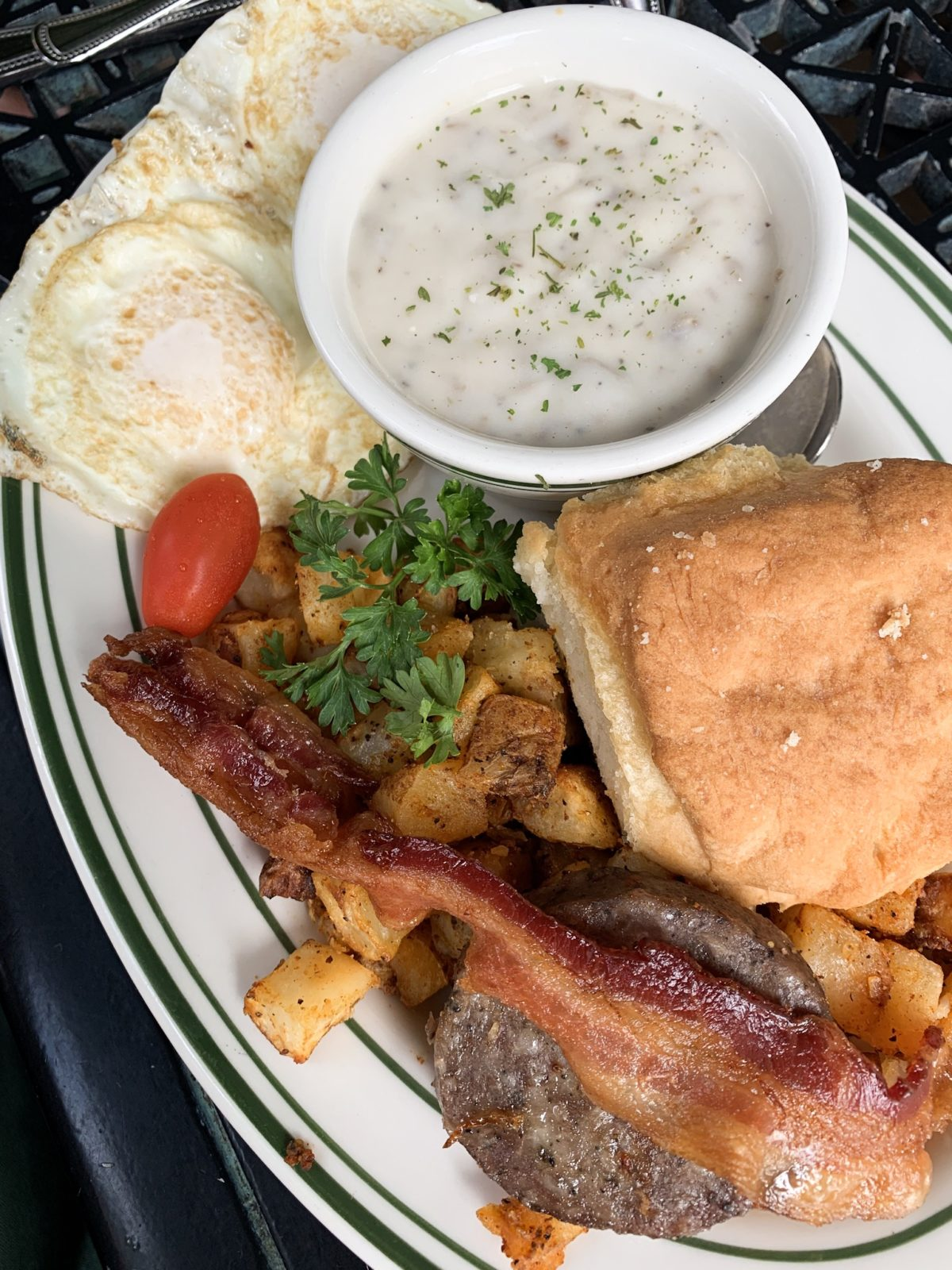 48 hours in San Antonio - eggs and biscuits with gravy