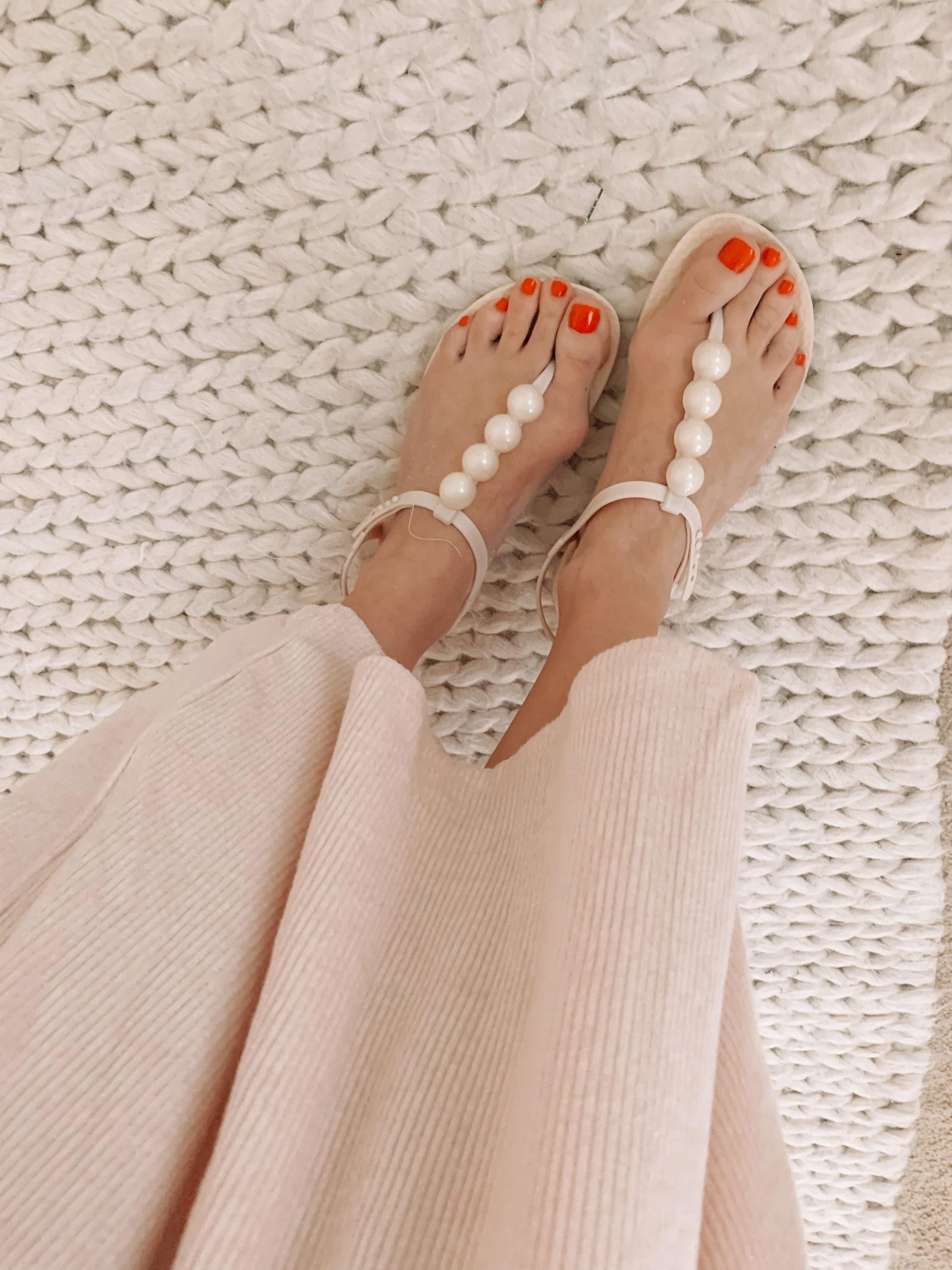 Amazon Fashion - White Sandals