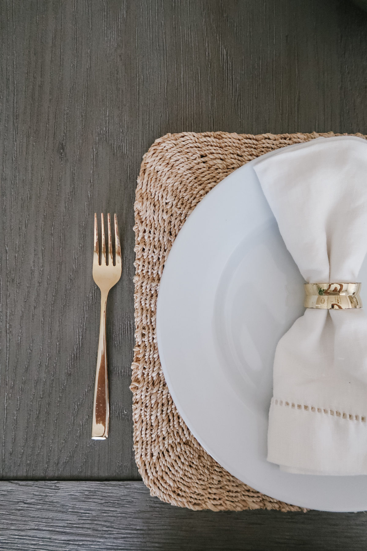 Neutral place setting