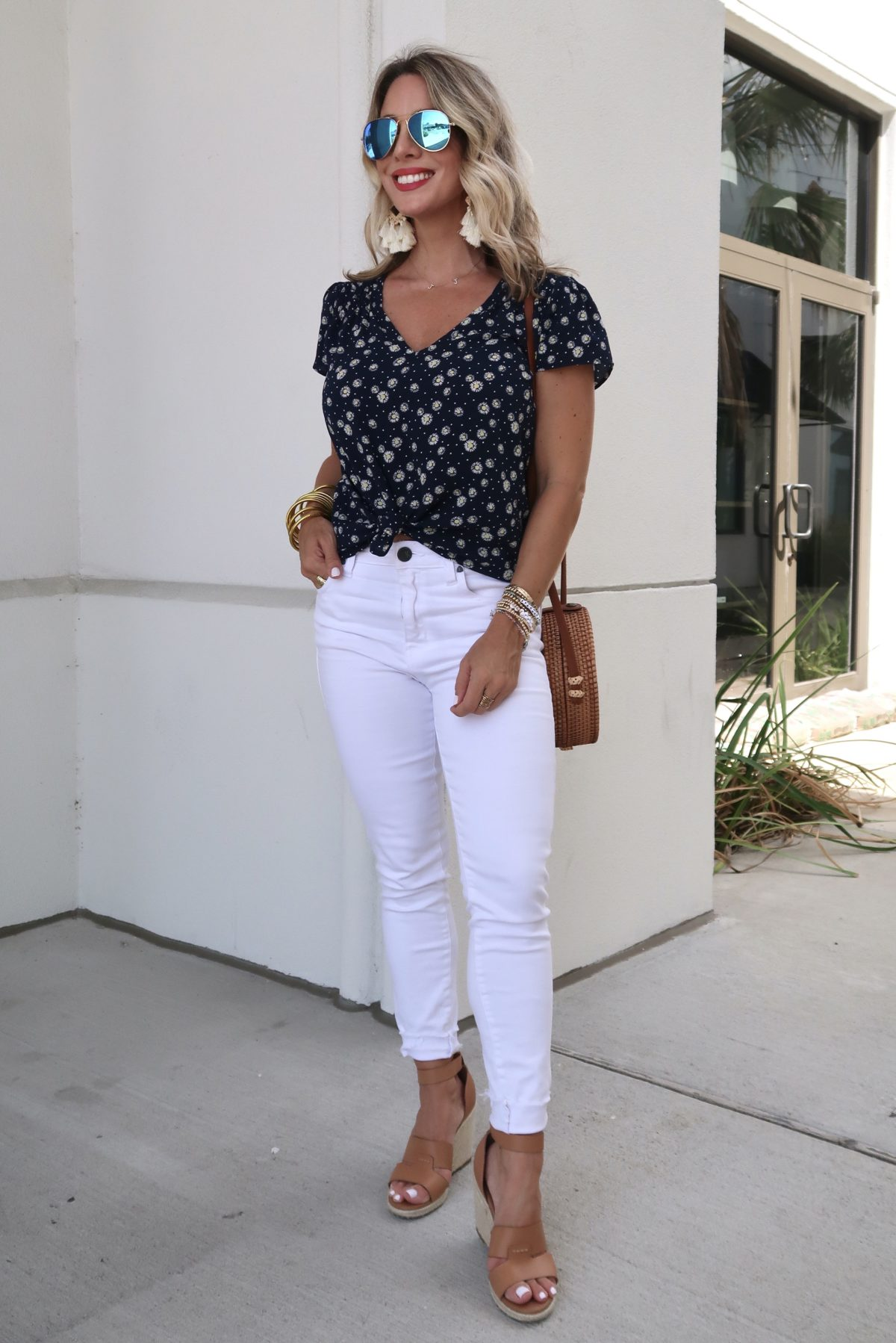Outfit Roundup, Daisy Print Top, White Skinny Jeans, Wedges, Circle Woven Bag