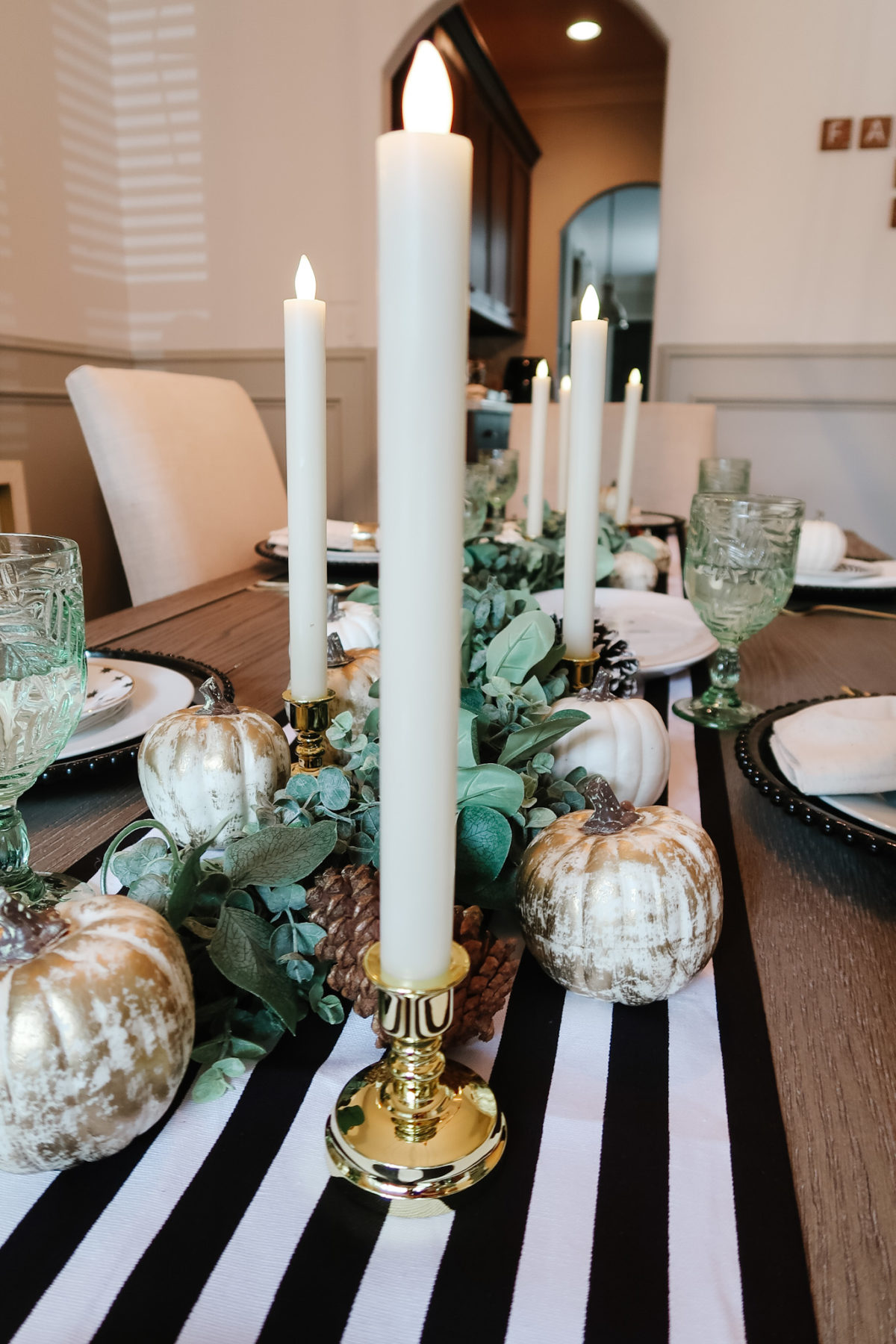 Thanksgiving Tablescapes, Modern Black and White with Gold Accents