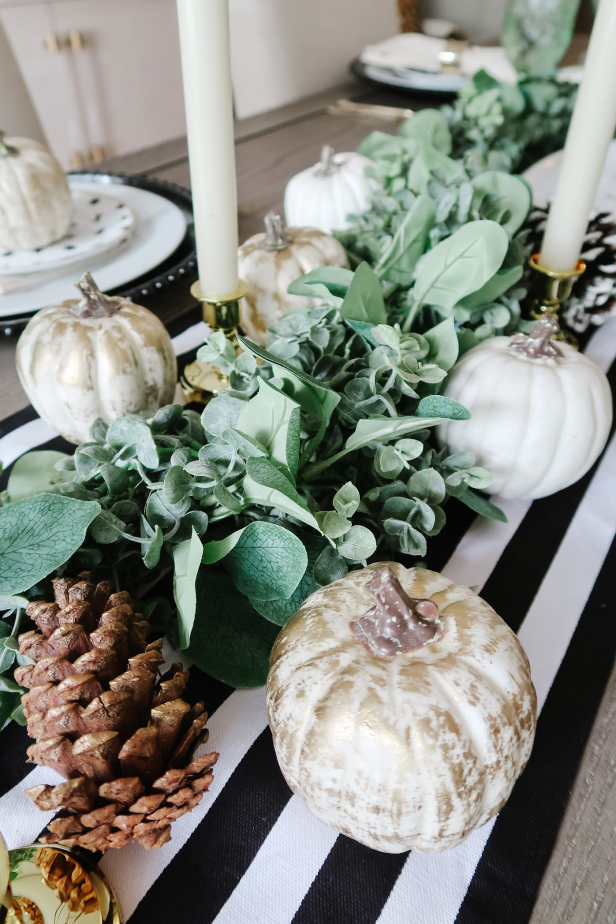 Thanksgiving Tablescapes, Modern Black and White with Gold Accents, Greenery