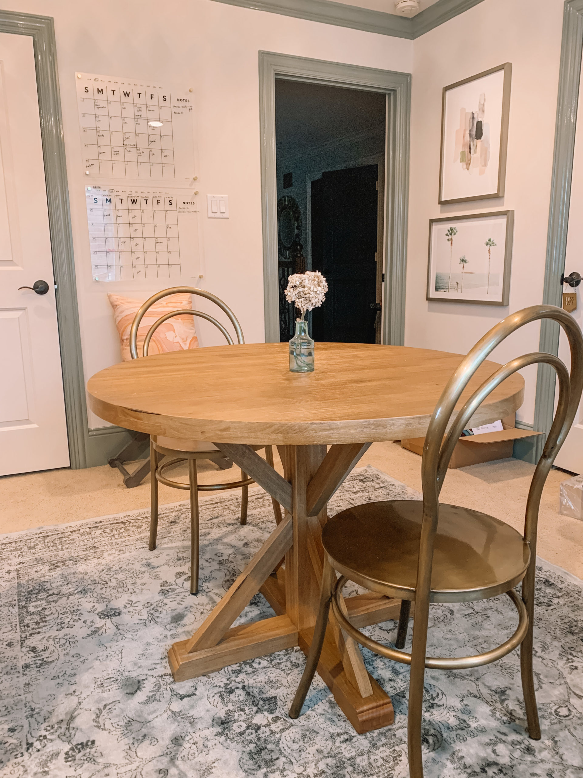 Target round wooden table