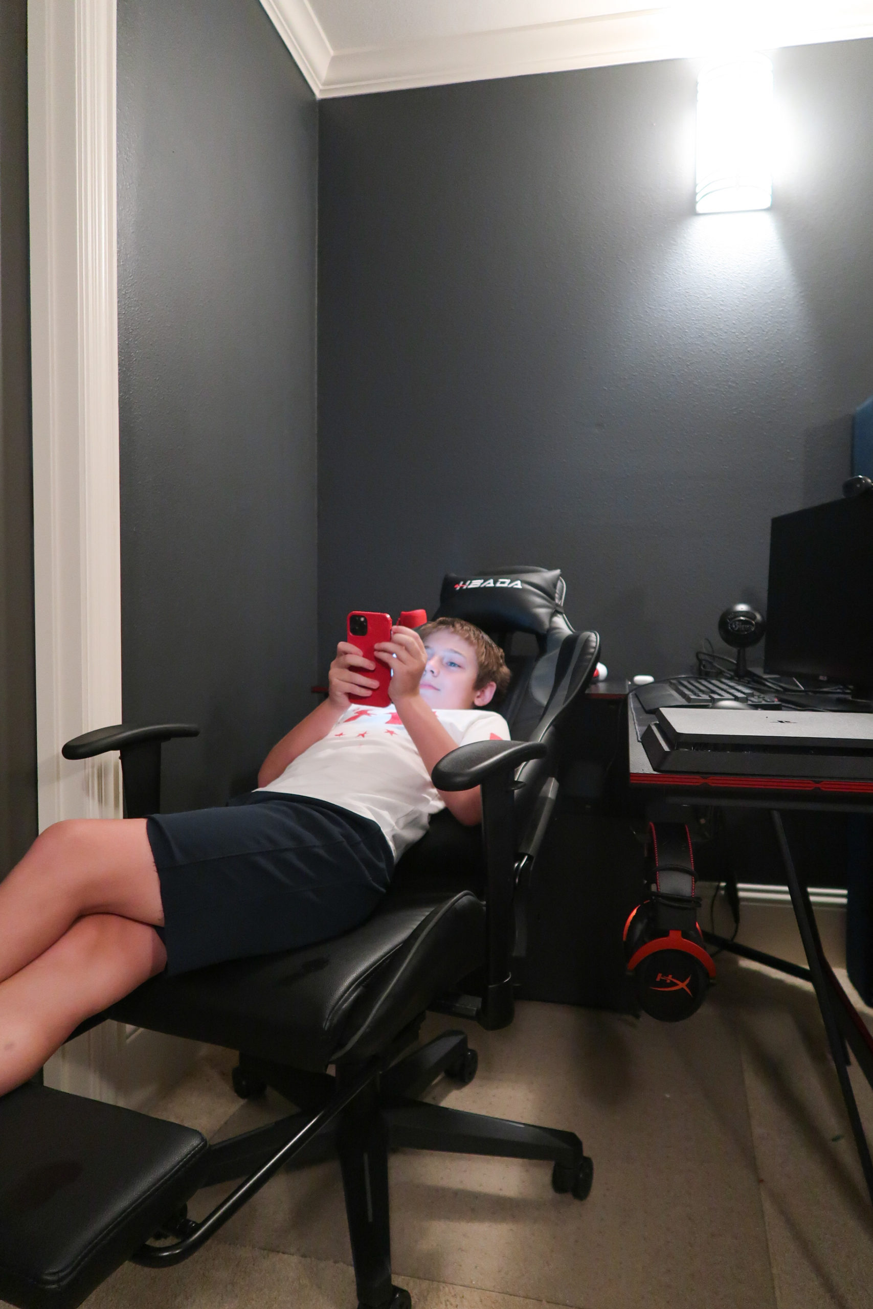 Tween Boys Room with Gaming Desk